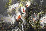 Potężne dwie komórki burzowe nad Polską oraz trzecia nad Francją i Szwajcarią