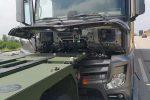 Ronneburg, Niemcy - Kierowca ciężarówki zmarł podczas jazdy autostradą A4, żołnierze swoim autem zatrzymali pędzącą ciężarówkę