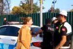 Turcja - Niewiarygodnie dziwne zachowanie nauczycielki, zaczęła dziwnie krzyczeć gdy dostała mandat